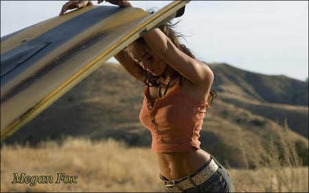 Megan Fox 01 - hood, model, woman, megan fox, sexy, pink top, midriff, young, jeans, fox, mountains, druffix, car, megan, breakdown
