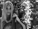 Beauty with cello