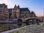 bridge over the river zenne in brussels