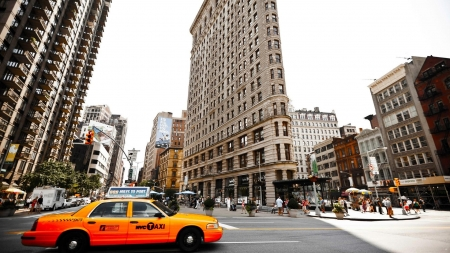 the famous flatiron building in manhatten - city, taxi, intersection, streets, skyscrapers