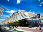 cruise ships in bahamian piers