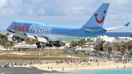 boeing 747 landing at princess juliana airport in st martin - beach, plane, landing, people, jumbo