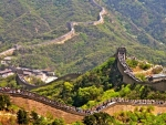 the great wall crowded with tourists