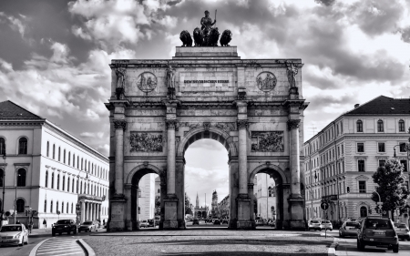 siegestor triumphal arch in munich - monument, city, arch, black and white, sky, street