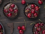Muffins with chocolate and cherries