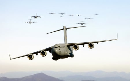 A flock of  Globemasters - transport, globemaster, mcdonnell douglas, aircraft, c-17, cool, wallpaper, Entropy, military