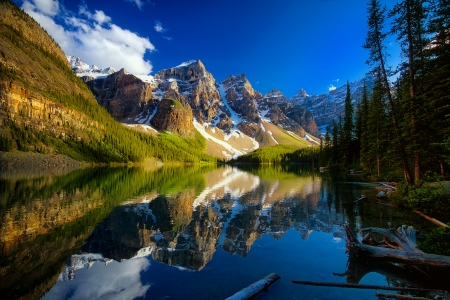 Moraine lake - shore, landscaoe, beautiful, sky, lake, mountain, serenity, moraine, national park, Banff, mirror, reflection