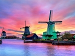 SUNSET ZAANSE SCHANS WINDMILL-NETHERLANDS