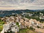 hill top town of les baux de provence france