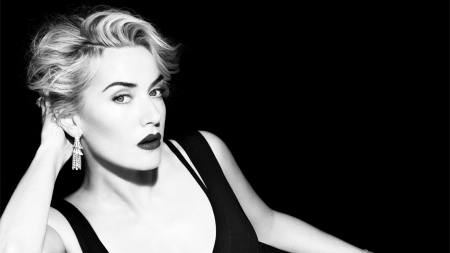 Kate Winslet - black, blonde, Kate Winslet, woman, girl, bw, actress, hand, white