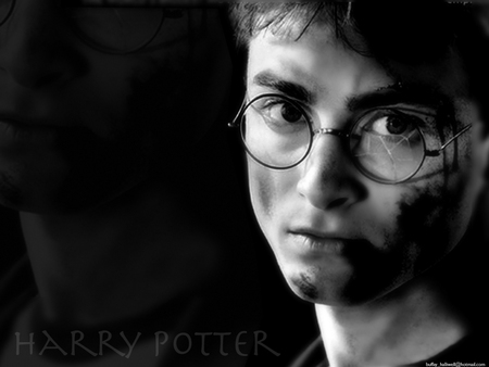 Harry Potter - potter, harry, daniel, celebrity, harry potter, black and white, daniel radcliffe, radcliffe