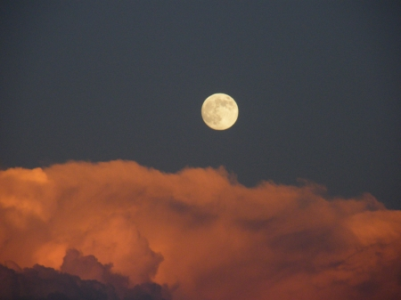 full moon above the storm clouds - time, this, just, right
