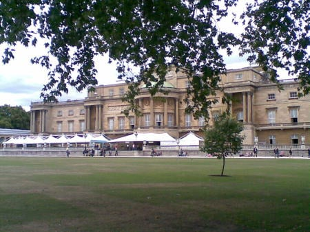 BUCKINGHAM PALACE - england, london, buckingham palace, queen, palace, buckingham