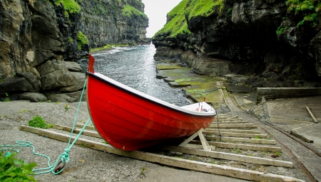 Red Boat - mountain, red, boat, green, fjord, nature, sea, fishing