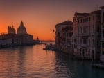 grand canal in venice at dusk