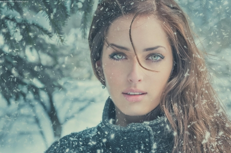 Beautiful sexy eyes in the snow - Beautiful, Sexy eyes, Snow, Hottie