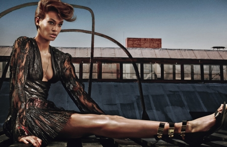JOAN SMALLS - FASHION, ADS, COSMETICS, MODEL