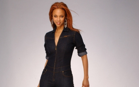 TYRA BANKS - FASHION, MODEL, PRODUCER, SINGER