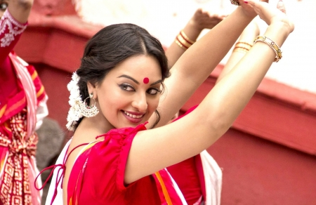 Sonakshi Sinha - Movie, Dance, India, Saree