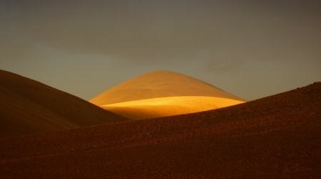 Golden Sunlight - andes, dessert, golden, sand, sunlight, sunrise, nature, mountain