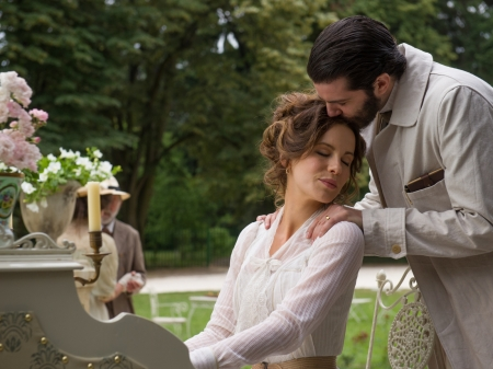 The Eliza Graves(Movie) - lovers, kate beckinsale, jim sterdzhess, frame, flowers, vase, couple, piano