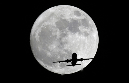 American Airlines 'plane passes in front of the moon 13 November, 2016 - Perigee, Aircraft, Moon, Whittier California, Supermoon, American Airlines