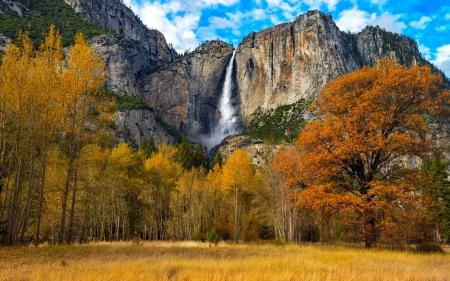 Yosemite valley in autumn - Mountains