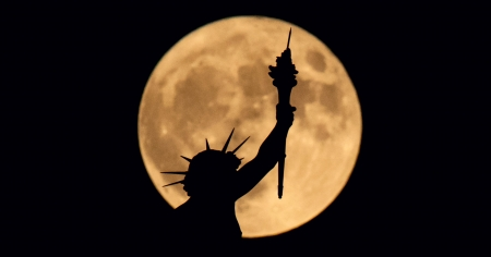 Supermoon Liberty - liberty, luna, statue, black, supermoon, yellow