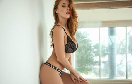 Hot Leanna Decker