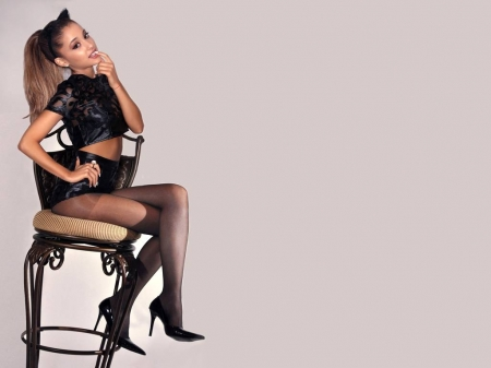 Grande legs ariana Celebrity Trainer