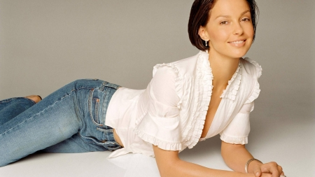 Ruffles & Denim - Californian, feminist, American, activist, jewelry, brunette, hazel eyes, white, actor, blue jeans