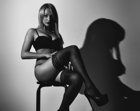 Glamour Photography - Black and White Photos, Black and White Pictures, Glamour Photography, Black and White Images