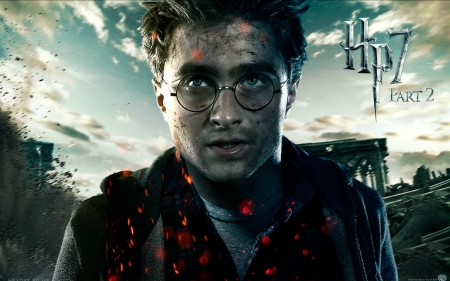 Harry Potter and the Deathly Hallows (2010-2011) - poster, movie, guy, harry potter, glasses, Daniel Radcliffe, wizard, fantasy, deathly hallows, actor