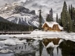 House on the shore of Emerald Lake,Canada