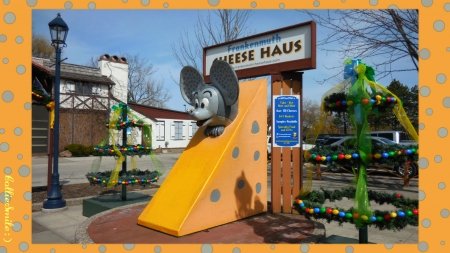 Cheese Haus Mouse - border, Easter egg trees, cie1, Easter eggs, Michigan, frame, mice, Cheese Haus, border1ine, streetlamp, tree, Frankenmuth, cheese, mouse