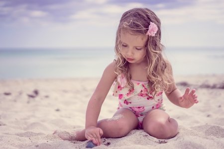 little girl - pretty, adorable, play, sightly, sweet, beach, nice, wallpaper, beauty, face, child, bonny, lovely, pure, blonde, sky, baby, set, cute, feet, white, Hair, little, DesktopNexus, beautiful, dainty, sea, kid, photography, fair, people, pink, Belle, comely, girl, princess, childhood