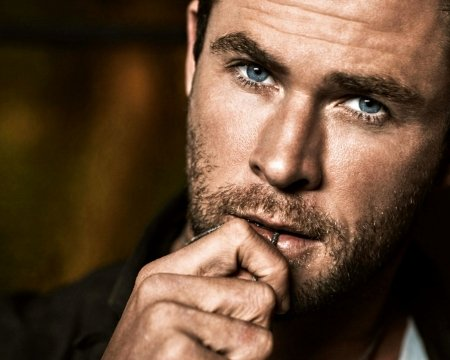Chris Hemsworth - Chris Hemsworth, hand, face, man, eyes, actor, blue