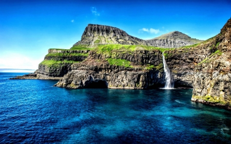 Hawaii Island Waterfall - cool, ocean, Hawaii Islands, nature, fun, Waterfall