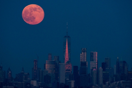 Manhattan Moonrise - fun, Moonrise, Manhattan, cool, skyscraper, space