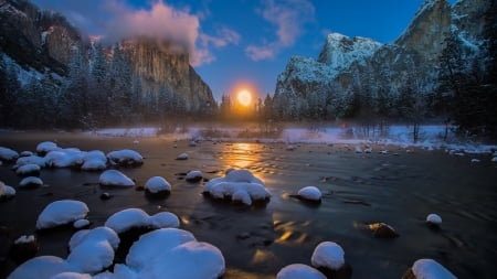 Winter sunset in Yosemite - sun, beautiful, sunset, clouds, cold, nice, stone, river, sunrise, mirror, amazing, reflex, sky, winter, lake, panorama, sunrays, water, cool, snow, mountains, ice, awesome, sunshine, nature, reflections, frozen, landscape