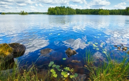 Sky in the lake water - image, grass, rock, clouds, nice, calm, 1440x900, sky, panorama, cool, awesome, white, landscape, isle, clear water, beautiful, picture, photography, green, stone, mirror, blue, photo, amazing, reflex, horizon, line, lake, plants, island, nature, reflections, natural