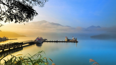 Beautiful lake sunrise - image, foggy, sunset, fog, nice, splendor, scenario, sunrise, morning, sunbeam, dawn, akescape, panorama, cool, awesome, sunshine, scenic, 1920x1080, panoramic view, beautiful, picture, photography, sun rays, smoke, scenery, photo, amazing, lakes, lakescape, blue dreams, view, nature, scene
