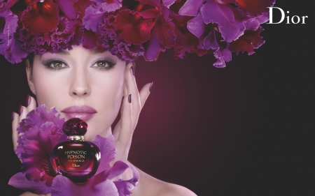Monica Bellucci - perfume, wreath, model, sensuelle, bottle, fragrance, Monica Bellucci, woman, hypnotic poison, girl, purple, actress, orchid, hand, face, pink