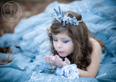 Little Snow Queen - copil, little, elsa, winter, blue, snow queen, girl, child, cute, glitter