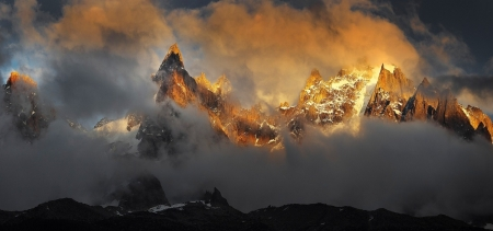 Foggy mountains illuminated by the sun - image, foggy, orange, illumination, rock, 1700x800, yellow, sunset, clouds, cenario, fog, afternoon, gold, splendor, scenario, bright, sunrise, evening, sunbeam, widescreen, dawn, brightness, golden, sky, winter, panorama, winterscape, snow, mountains, sunshine, white, landscape, sunsetscape, scenic, icture, gray, cold, picture, photography, stone, sun rays, hot, smoke, scenery, photo, view, colors, dark, nature, pikes, scene