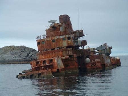 Wrecked Soviet Cruiser - Murmansk - Cruiser Ships, Murmansk, Soviet Navy, Soviet Union, Shipwrecks, Russian Navy
