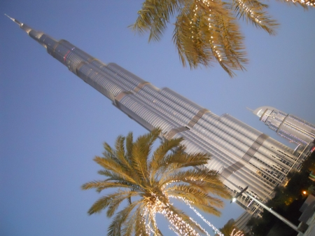 Burj Khalifa, Dubai - Modern & Architecture Background Wallpapers on