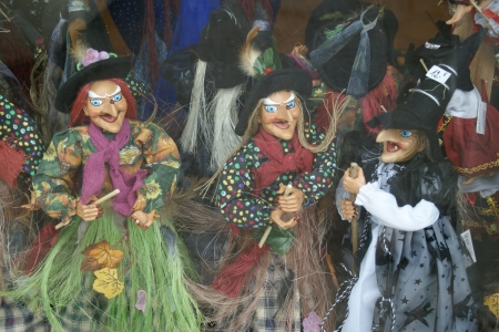 Brujas - Spells, Season, Brooms, Witches