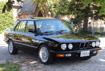 1988 BMW M5 Sedan 3.5 5-Speed