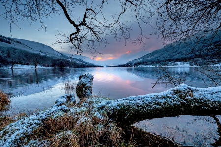 Winter lake - beautiful, sunset, lake, winter, mountain, tranquil, serenity, snow, tres, reflection, frost